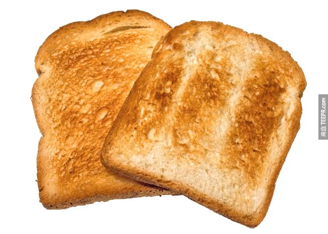6. 土司:跟蘇打餅很像,高澱粉有助於紓緩反胃的肚子,幫助你的肝臟功能在被酒精混亂後,回到正常血糖。