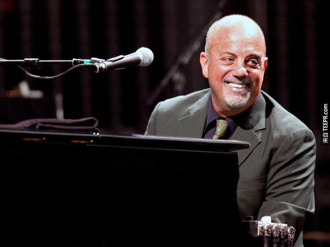5.) 「鋼琴男人」 Billy   Joel 經常性地在觀看表演時,將前排座位讓給後面看不到的人觀看。