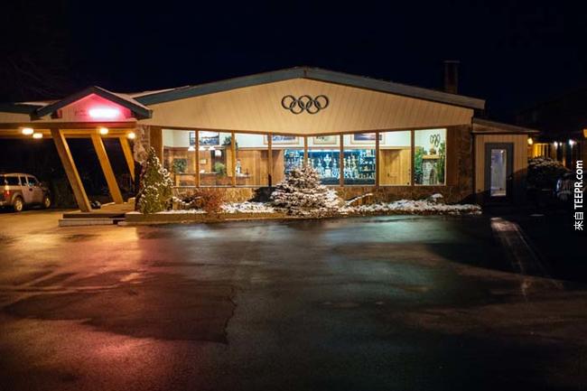紐約普萊西德湖(Lake Placid)的奧運汽車旅館,在1980年冬季奧運後仍繼續利用。