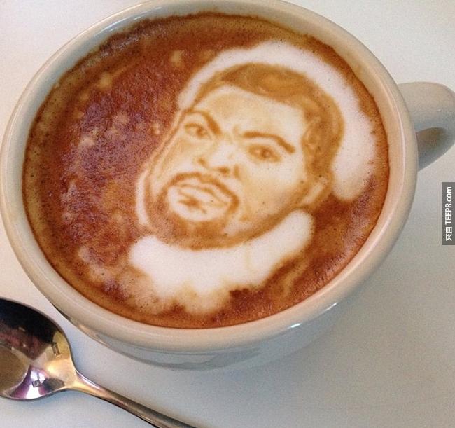 他還說:「我的咖啡很燙,所以我加了冰塊酷巴(Ice Cube)!」