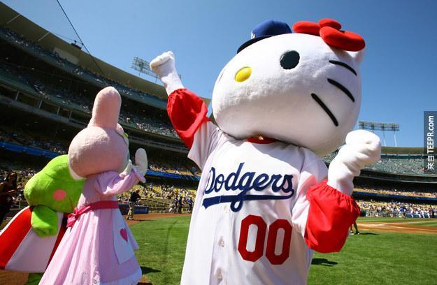 這麼說來,Hello Kitty其實是個英國女孩,叫做Kitty White(凱蒂懷特),還有她自己的故事。