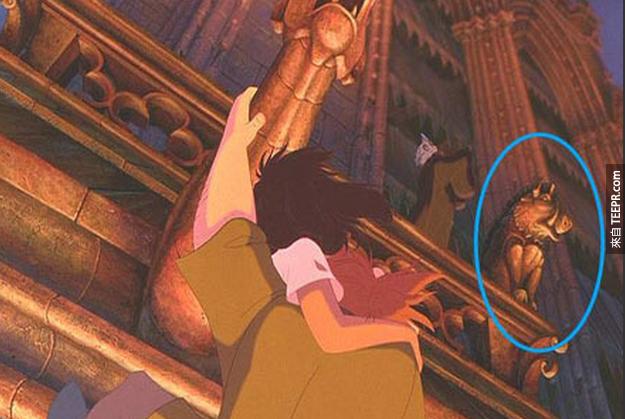 17. 彭彭石像也有在《鐘樓怪人》裡面喔。