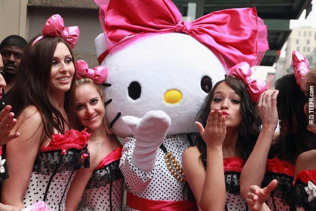 在Hello Kitty的公司三麗鷗(Sanrio)在校對Yano展出的內容時,更正了Hello Kitty這個角色,並不是一隻貓。