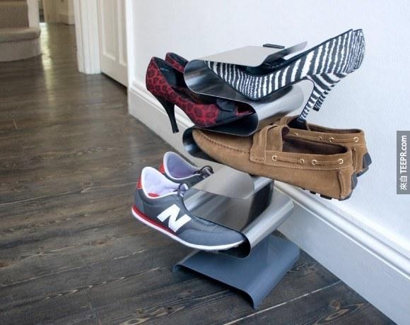 20. 可以放很多鞋子的鞋架。