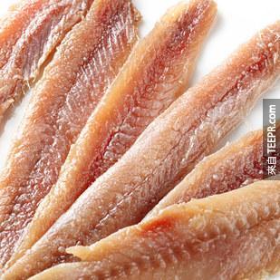 7. 沙丁魚和鯷魚有對腦部有益的ω-3脂肪酸(有較低的汞、也比鮭魚便宜。)