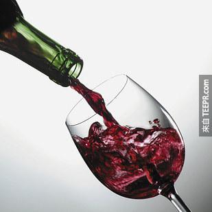 11. 攝取適量的紅葡萄酒可以改善心血管健康、預防癌症、甚至可能幫助治療類似阿茲海默症和帕金森氏症。