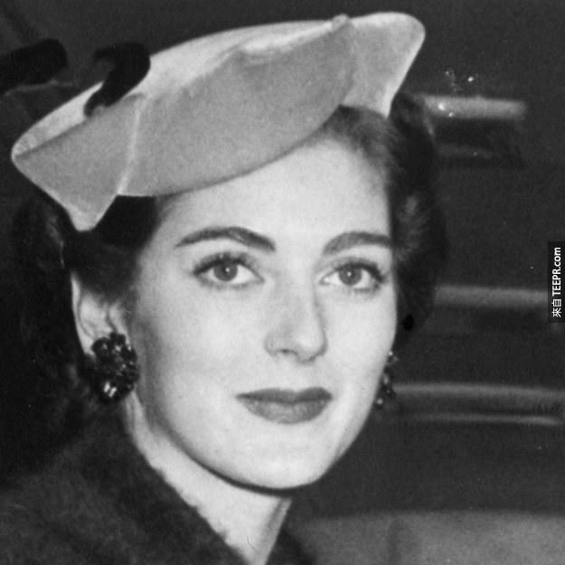 6. Carmen Dell'Orefice 1955 (24歲)
