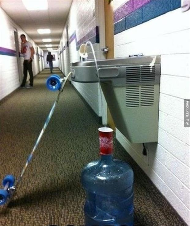 飲水機,你沒辦法阻止我裝水!