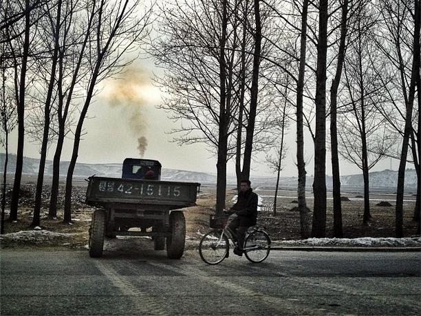 此外,北韓只有2.83%道路被鋪成。