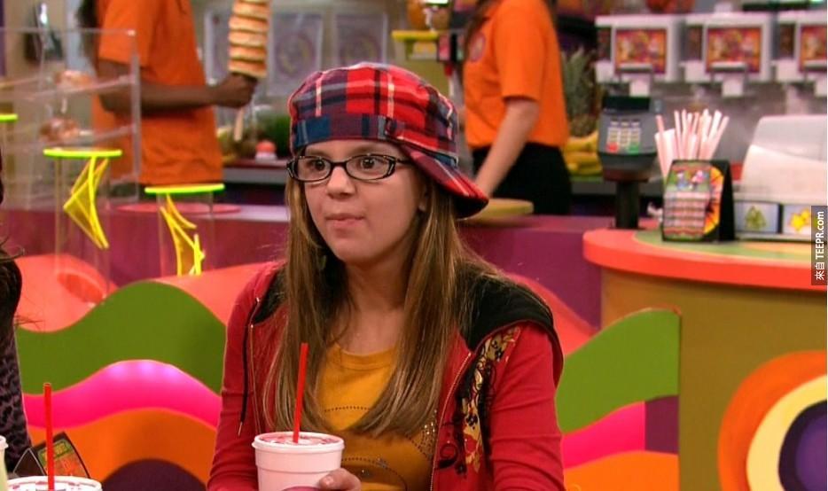 Aria Wallace:演過《愛卡莉》(iCarly)。