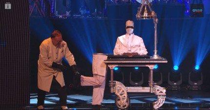 這場魔術表演一開始就已經很棒了,但到了1分鐘...天阿!他們是怎麼做到的?!