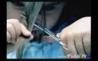 這個小女生剪掉自己的頭髮,因為那就是治療哥哥癌症的最佳良藥。