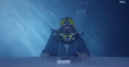 史上第一「水底開箱影片」,這讓我超級想要買這支手機。