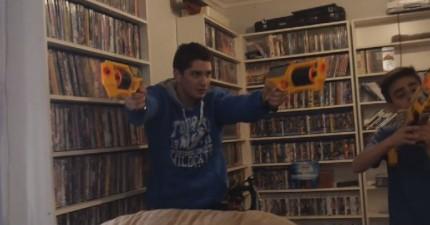 我本來很小看玩具槍的威力,直到我看了這場連吳宇森都會認同的史詩般的槍戰。