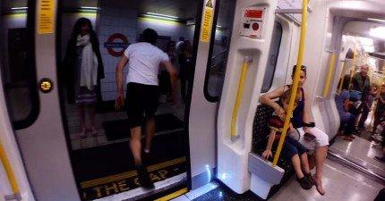 看看這個人跟一台電車賽跑,比它快到下一站!