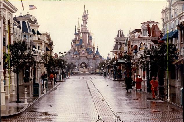 迪士尼樂園不是世界上最快樂的地方嗎?但他們卻是這麼對待一位重病的孩子。