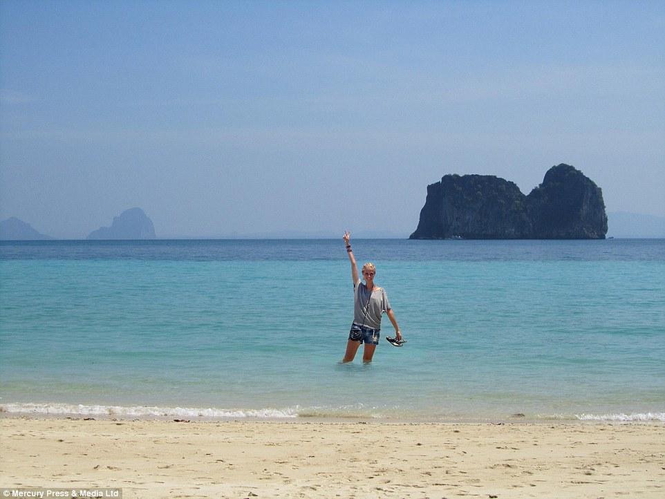 荷蘭女孩為了要證明網路上的很多東西都是假的,她踏上了一個假的東南亞之旅。