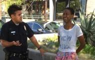 美國警察在街上銬起一名好萊塢女星。原因令人很傻眼。