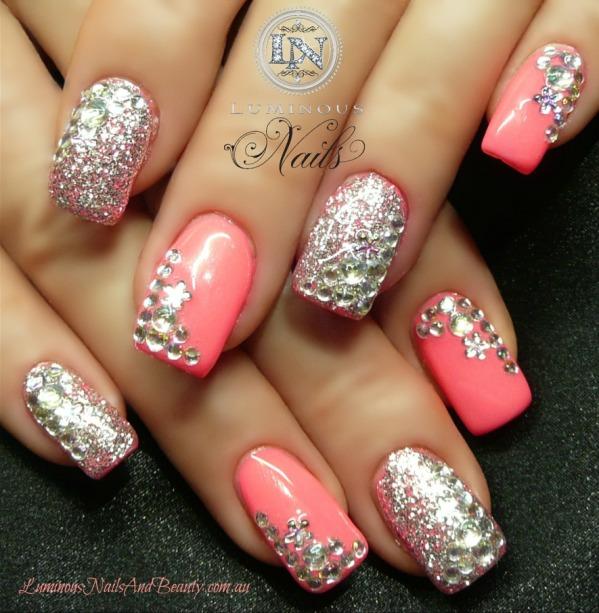 3. 在指甲上鑲鑽還是很流行的啦!