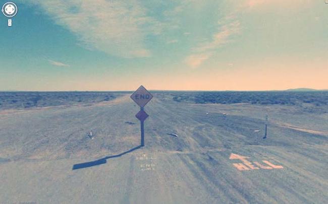 31. Google車,別再開了!右邊箭頭寫著地獄(HELL)啊!