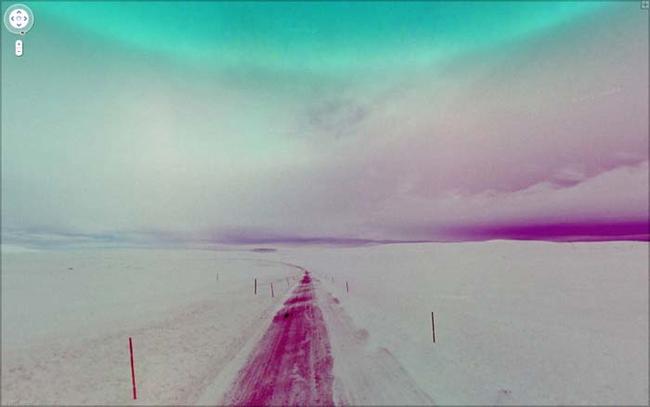 26. 冰天雪地裡孤獨的一條路。