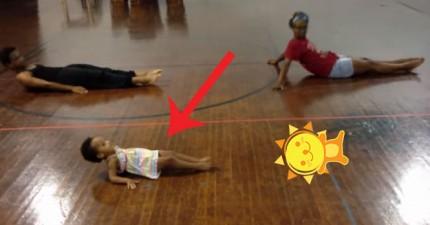 這個小女生2歲就展現出驚人的舞蹈天份。專業但不失超級可愛!