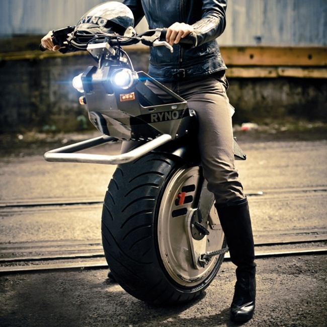 單輪摩托車。