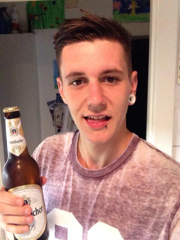 让我们先来认识20岁的Steven Fisher,来自英国哈特福郡(Herts),然后他准备经历他人生最惨的事情...