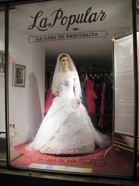 這家婚紗店「用真人屍體當模特兒」一夕爆紅!當聽見「她的真實身分」瞬間毛骨悚然...
