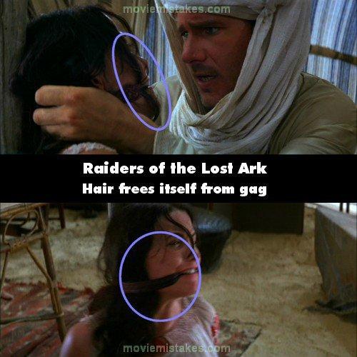 23. 《法櫃奇兵》(Raiders of the Lost Ark):當印第安那·瓊斯(Indiana Jones)去拯救瑪麗安(Marion)的時候,瑪麗安的嘴巴被手帕堵住。但當他決定要把瑪麗安留在那的時候,他又把手帕綁回去,那時有一些頭髮被卡在嘴巴旁邊,但是在下一個場景,瑪麗安的頭髮又自動歸位了。