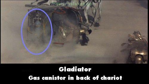 27. 《神鬼戰士》(Gladiator):在競技場裡頭的戰役中,一台馬車翻覆了,在煙塵當中,你可以看到馬車後有一個汽缸的樣子。