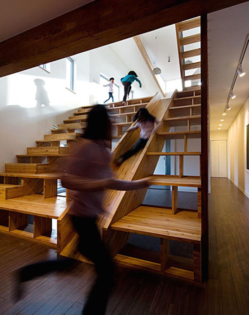 放書、溜滑梯、樓梯,三合一!