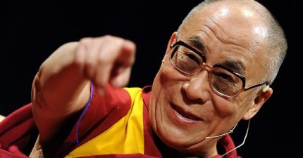 想要更快樂嗎?達賴喇嘛要你接下來30天每天早上起來做這件事情。
