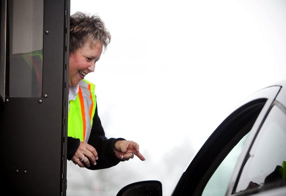 14. 當收費站員看到你車子裡頭有狗而給他們一些甜頭的時候,你會很感動。