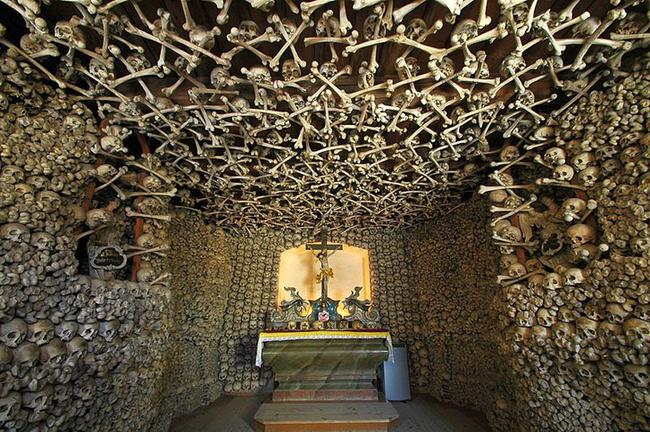 """3. 波蘭切爾姆納人骨教堂(Czermna """"Skull"""" Chapel, Poland.)"""