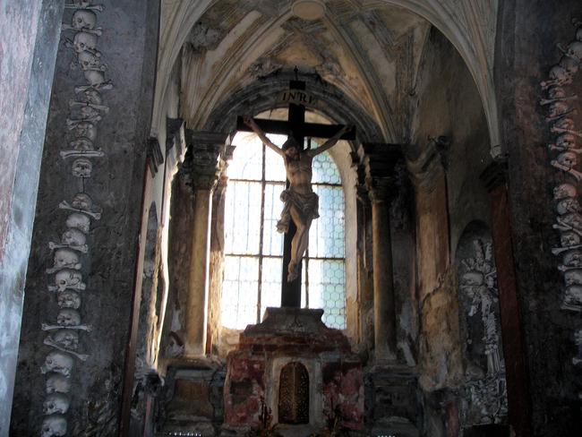 2. 捷克人骨教堂(Sedlac Ossuary, Czech Republic)
