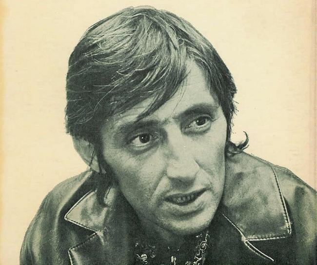 6. 1976年,Albert Spaggiari抢了法国兴业银行(Societe Generale bank),他在银行下方挖了条地道,让他的共谋者每天都必须要睡10个小时,不能喝酒、也不能喝咖啡,以避免任务的任何风险。他偷了6,000万法郎并在金库的墙上写下「没有武器、没有仇恨、也没有暴力」。他从来没有被补,在52岁的时候死于咽喉癌。