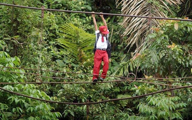 這些偏遠地區孩子去上課時的危險環境,會讓你很珍惜自己的幸福生活。