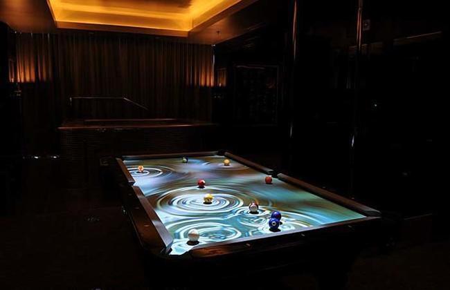 8. Obscura CueLight互動式光影效果撞球桌:74.8萬台幣