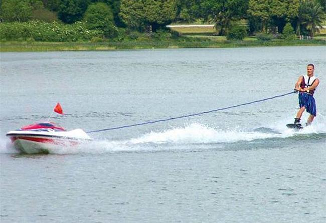 14. 無人駕駛衝浪船:50.8萬台幣