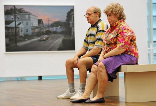 這個藝術展覽真太奇怪了,因為這名藝術家展示的...就是你!