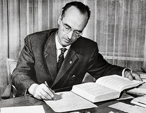 15. 喬治·科瓦(George Koval)可能是近代史上最重要的間諜,為蘇聯服役,他滲透了曼哈頓計劃(Manhattan Project),然後獨自竊取了所有重要的文件,讓蘇聯也可以製造原子彈。這件事直到2002年才被發現。
