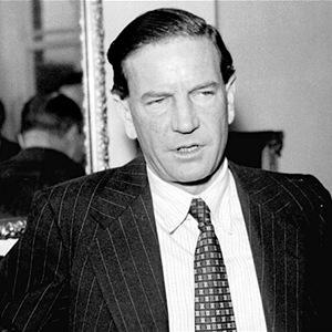 11. 在1960年間,金·費爾比(Kim Philby)是英國秘密情報局軍情六處(MI6)的反蘇聯指揮頭領,卻發現他自己就是蘇聯的間諜。