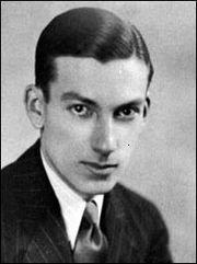 1. Wilfred Biffy Dunderdale是真實世界裡詹姆士龐德的靈感來源,龐德系列的作者伊恩·佛萊明(Ian Fleming)認識他、甚至將他的一些真實事件用在書裡頭。