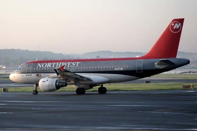 當搭飛機時碰到突發狀況的話,這10個必看指南可以大大提高你的生存機率。