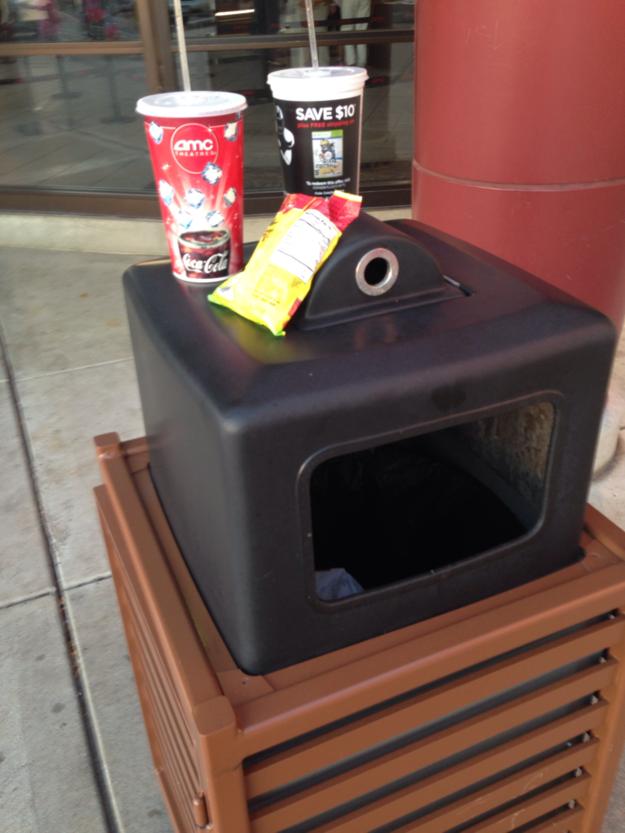 33. 還有很多人不懂垃圾該「丟進」垃圾桶,而不是「放在」垃圾桶。