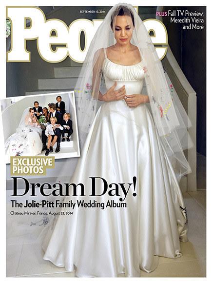 安潔莉娜裘莉Angelina Jolie)和布萊德彼特(Brad Pitt)的好萊塢世紀婚禮,已經祕密完婚了!現在,裘莉的婚紗照在網路上曝光。