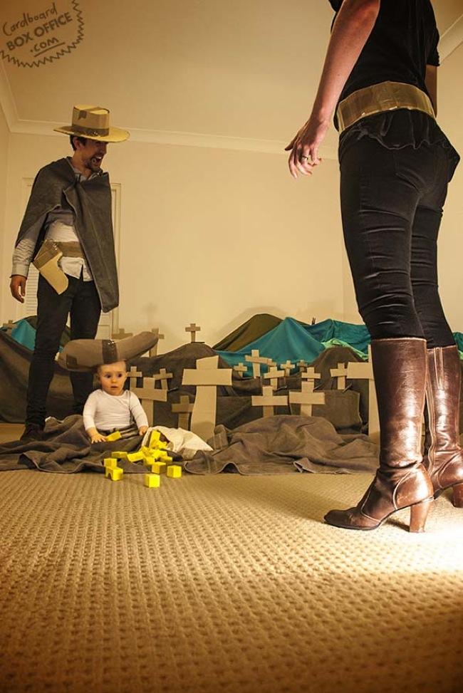 這位創意十足的父親用本來要丟掉的紙箱,和兒子重現這些經典電影片段。