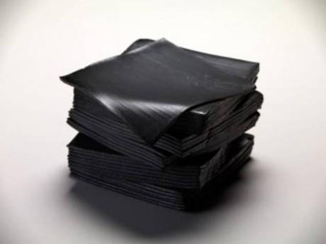 日本漢堡王最新推出的「黑漢堡」是用最令人心動的材料做成的。