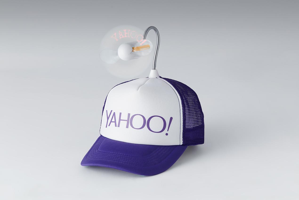 9. 「Yahoo 到站提醒牌」:你一定也有因為滑手機滑得太入迷,然後坐過站的經驗吧!現在你可以使用這個「Yahoo 到站提醒牌」,將站名輸入到手機裡頭,就會顯示在你的頭上,讓隔壁的乘客就會來提醒你了。